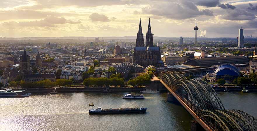 Ausblick vom Köln Triangle auf den Kölner Dom