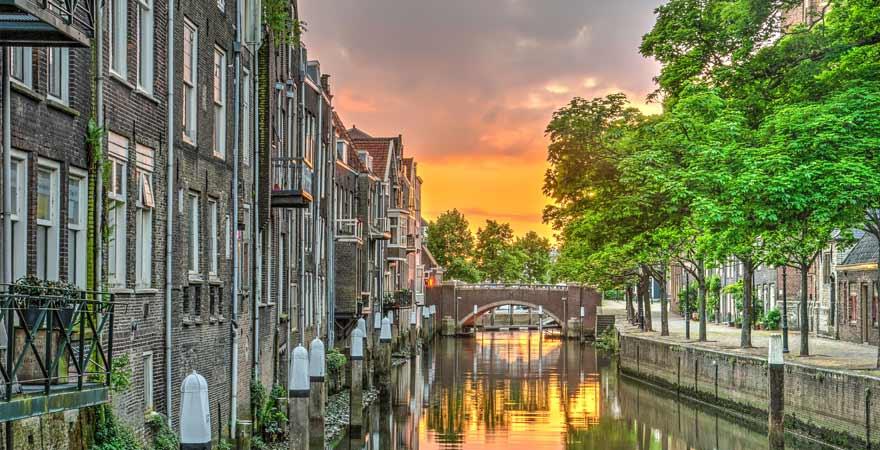Dordrecht bei Abenddämmerung in den Niederlanden