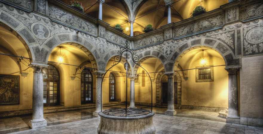 Atrium des Rathauses in Ljubljana