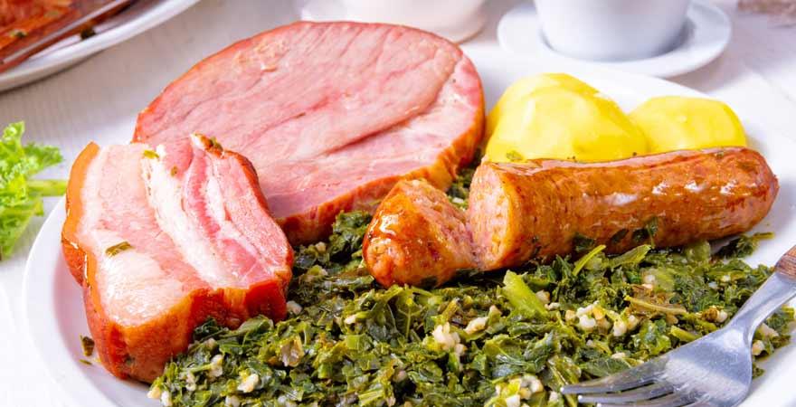 Deutsches Essen Kohl und Pinkel