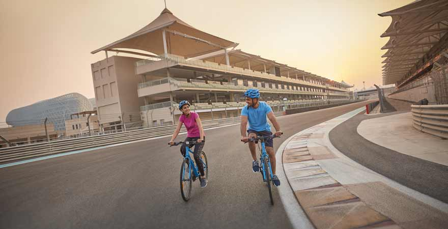 Fahrradfahrer auf dem Yas Marina Circuit