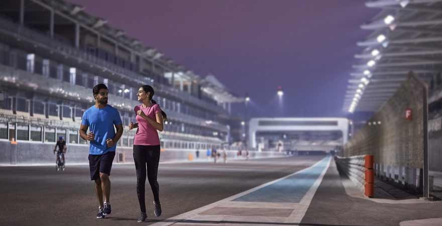 Läufer auf dem Yas Marina Circuit