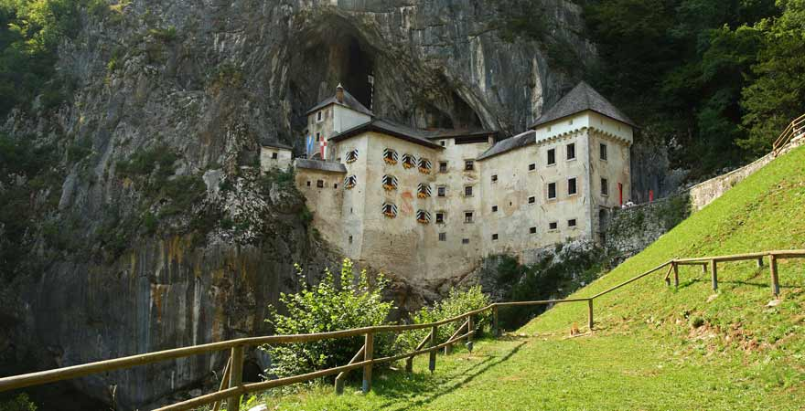 Predjama Höhlenburg in Slowenien