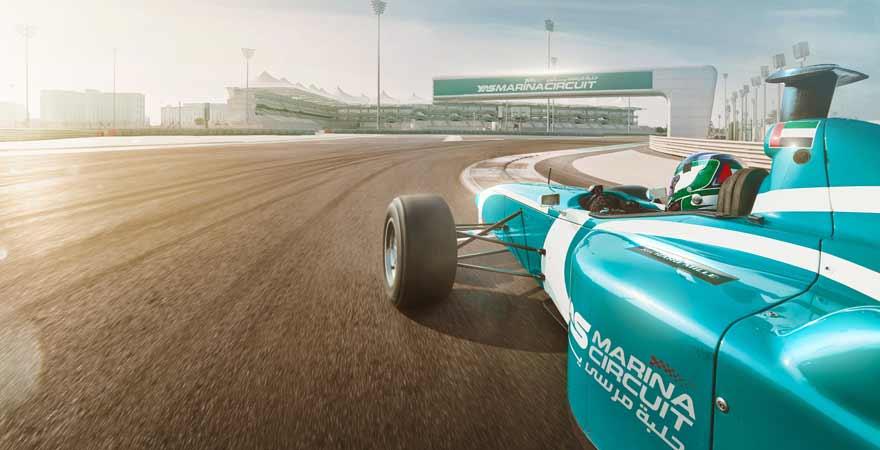 Rennauto auf dem Yas Marina Circuit