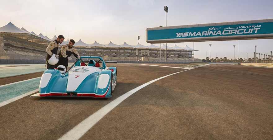 Rennwagenfahrer auf dem Yas Marina Circuit