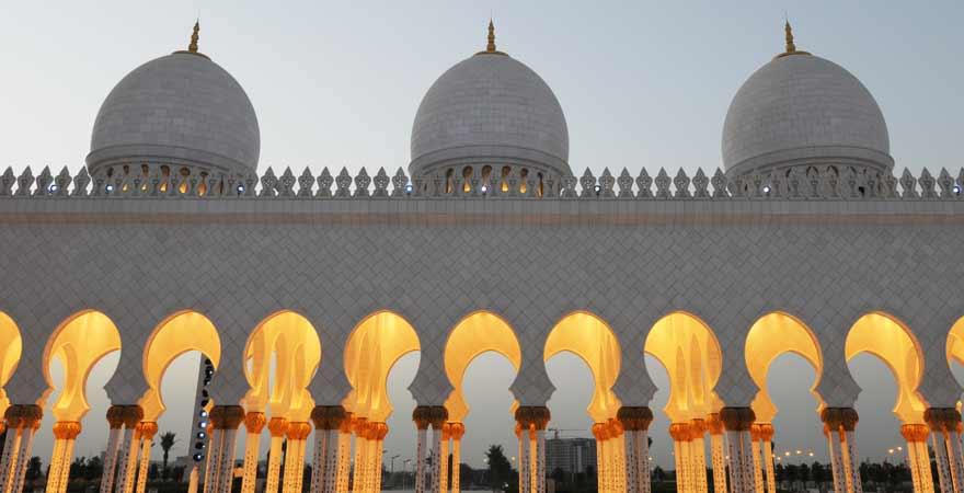 Scheich Zayed Moschee am Abend