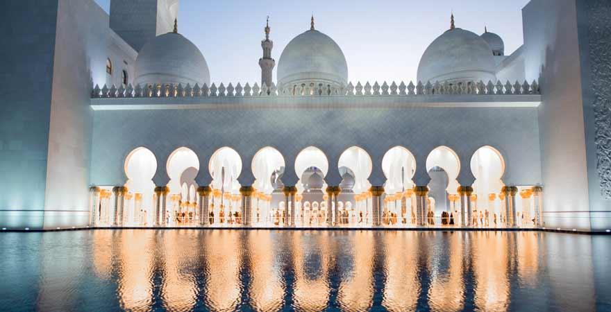 Wasserspiegelung der Scheich Zayed Moschee