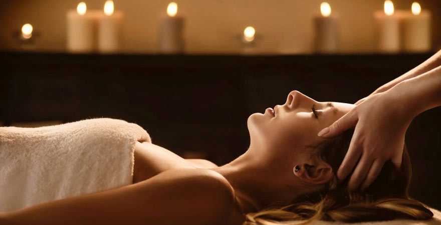 Wellness Behandlung mit Massage