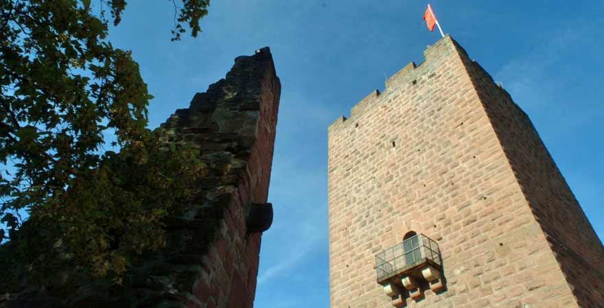 Burg Landeck an der Südlichen Weinstraße in der Pfalz