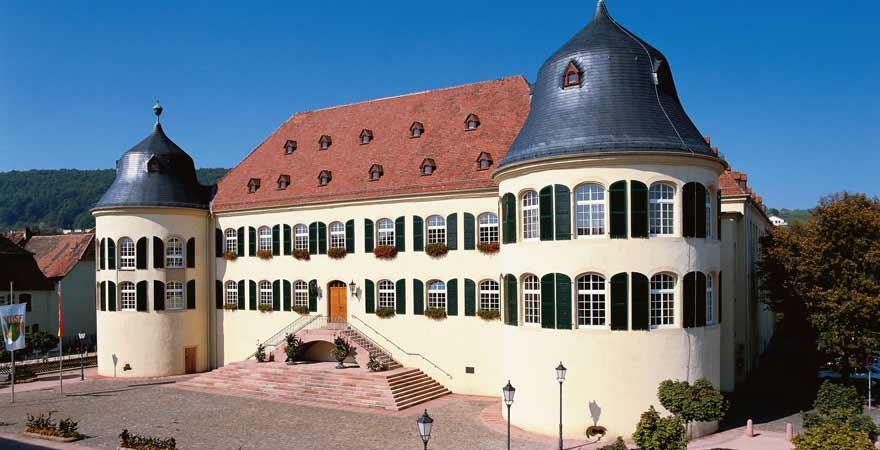 Schloss Bad Bergzabern an der Südlichen Weinstraße in der Pfalz
