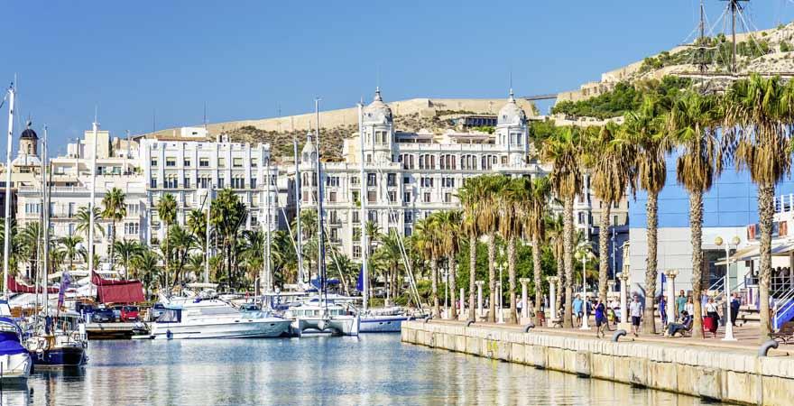 Hafen von Alicante in Spanien