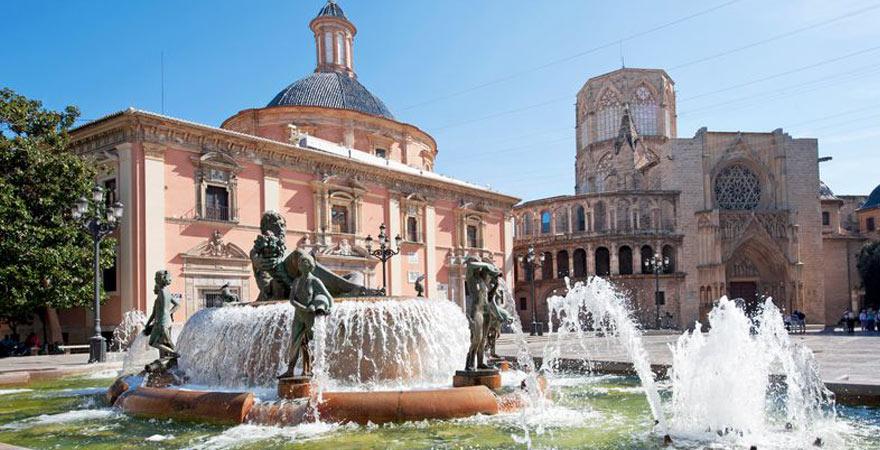 Brunnen am Plaza de la Virgin