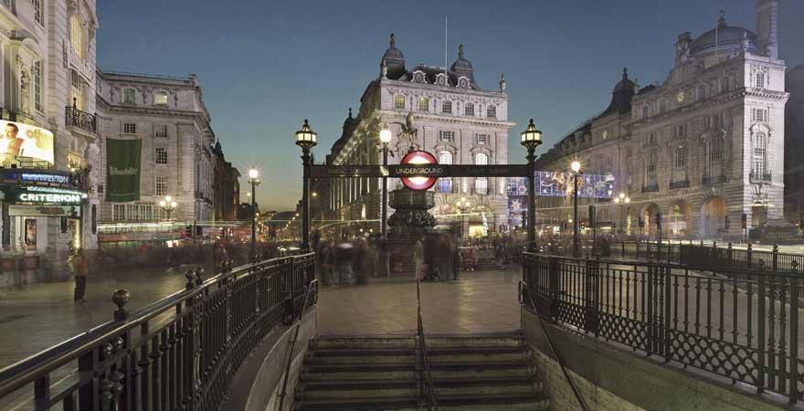 Eingang zur Ubahn Station am Picadilly Circus in London