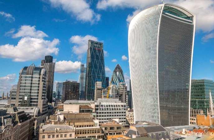 Ein Blick über die Skyline der Londoner City mit dem Walkie Talkie im Vordergrund