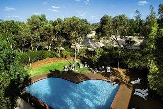 Ayers Rock Resort - Outback Pioneer Hotel & Lodge