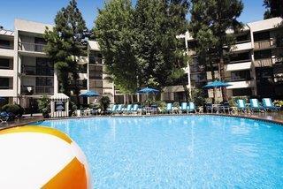Howard Johnson Anaheim Hotel & Water Playground