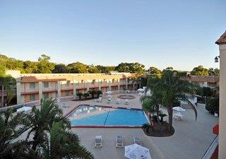 Clarion Inn & Suites Clearwater