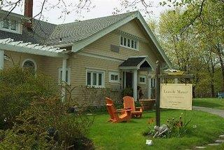 Leaside Manor Suites & Apartments