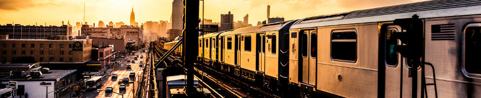 Blick auf die Queens und Trainstation